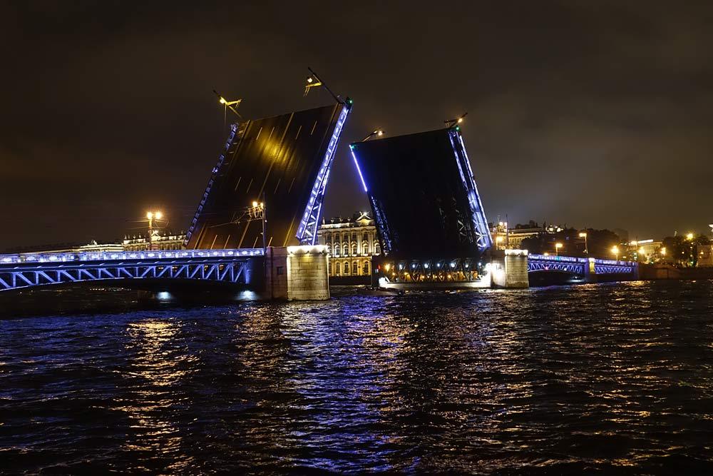 Еще три моста гренадерский, кантемировский и сампсониевский разводятся только по заявкам, которые подаются за двое суток.